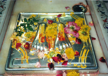 http://www.saibabaofshirdi.net/sai_photos_new/feet.jpg